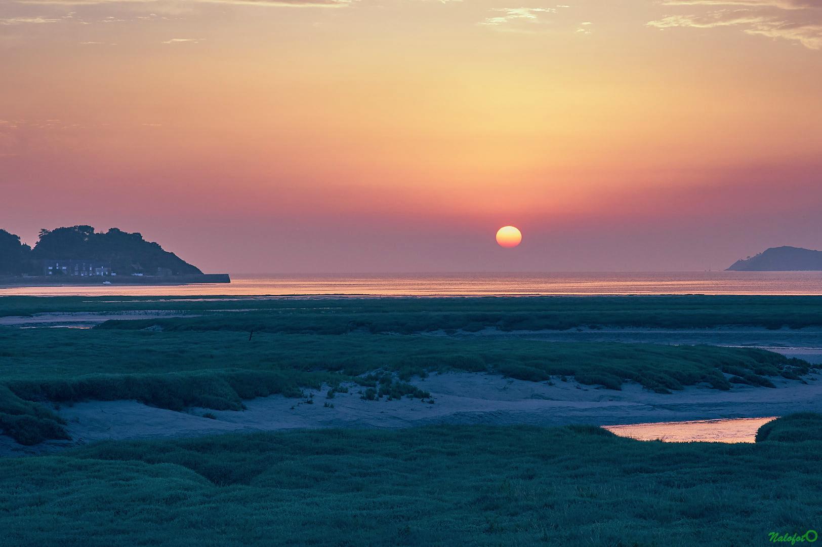 Magnifique lever de soleil estival sur la baie de la Fresnaye, depuis Port à la Duc, Fréhel