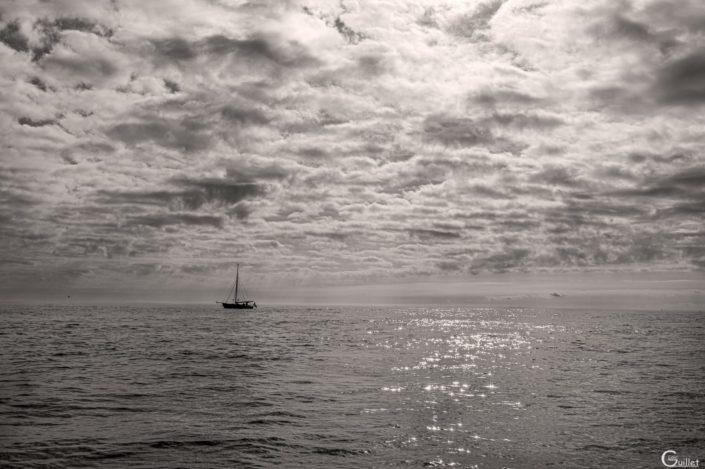 voilier noir et blanc