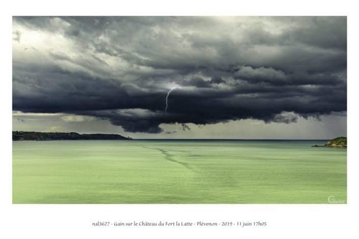 nal3627 orage dans la baie de la Fresnaye